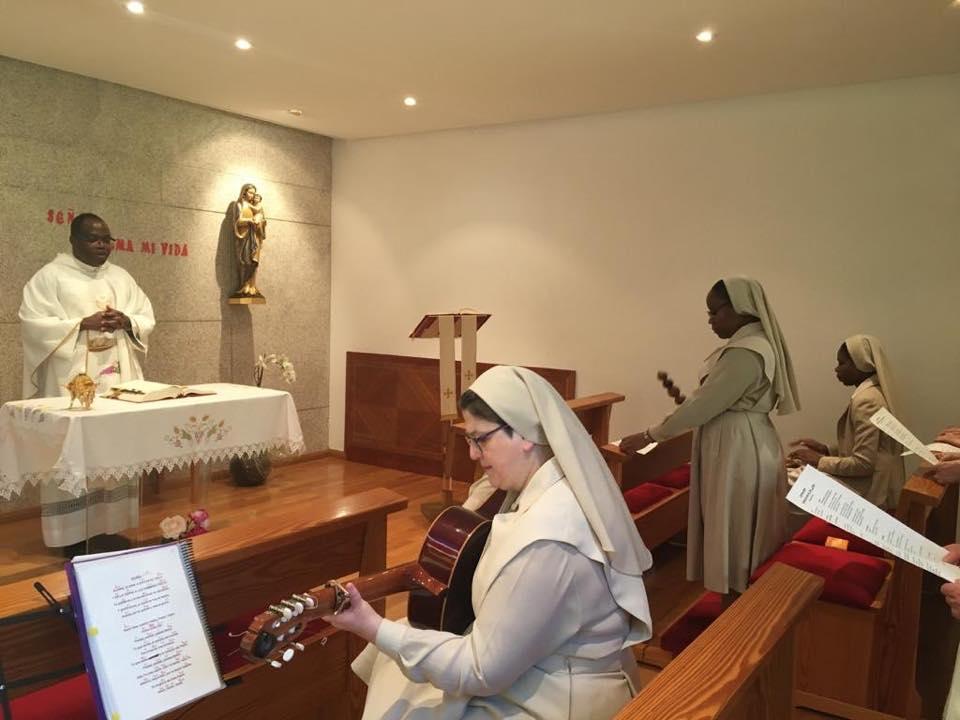 A Irmã Lúcia renova seus votos temporários